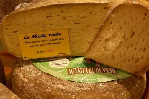 Ordenan retirar otros 13 lotes de quesos de la empresa Sas Le Moulis por presencia de Listeria y E. coli