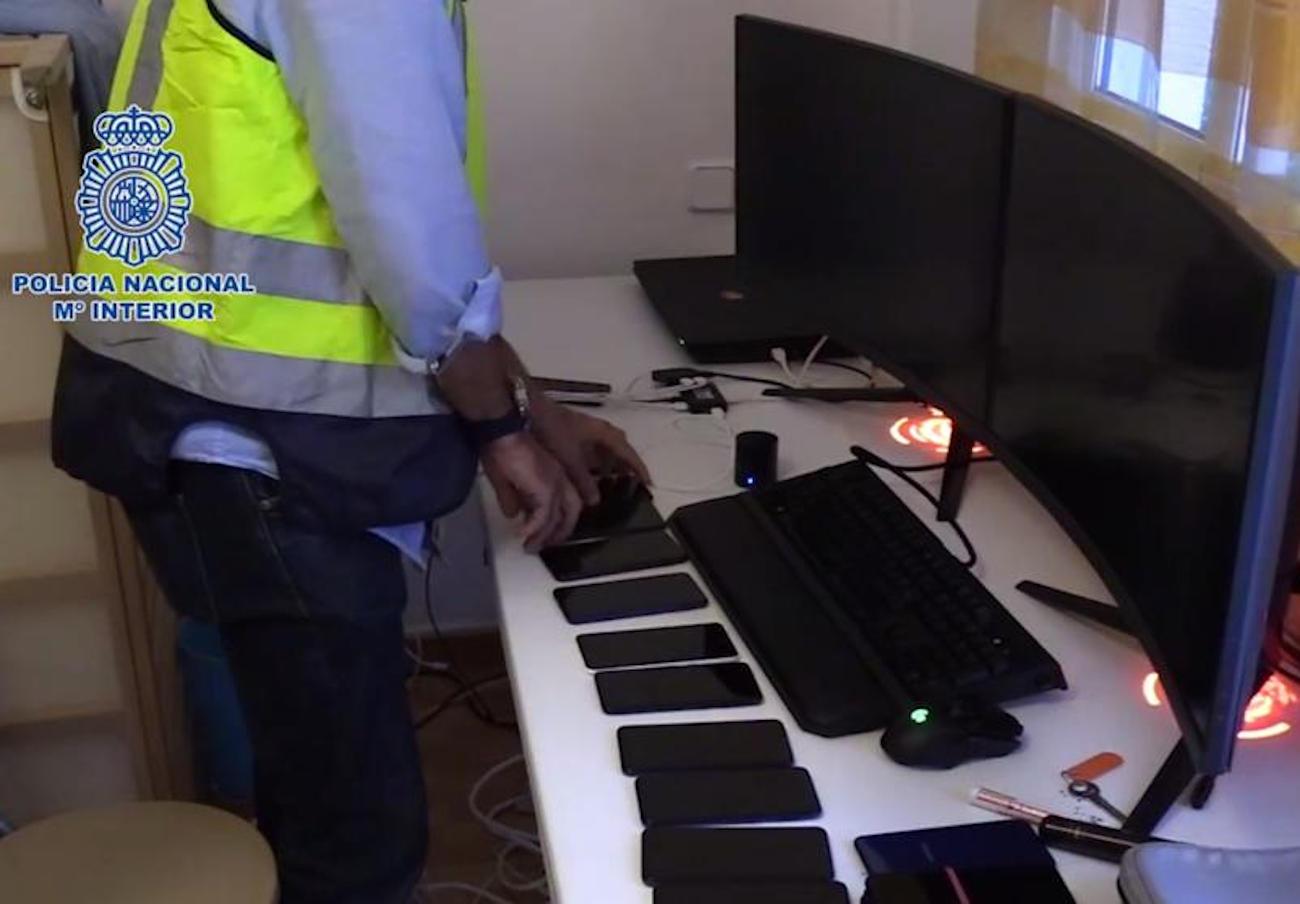 La Policía desarticula una red de fraude en Valencia que robó más de 300.000 euros de tarjetas bancarias