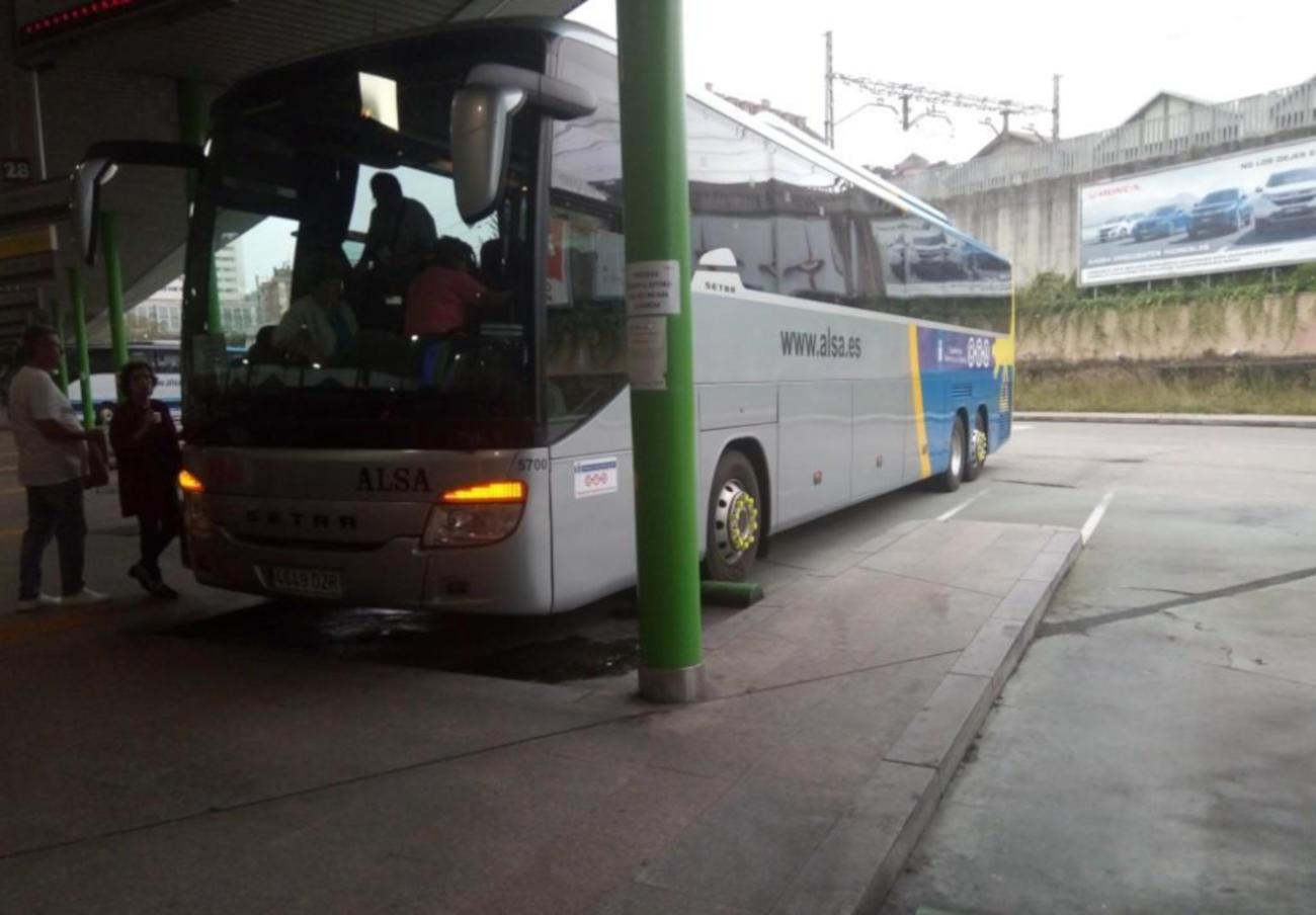 FACUA Extremadura solicita a la Junta mejoras en el servicio de transporte público por carretera