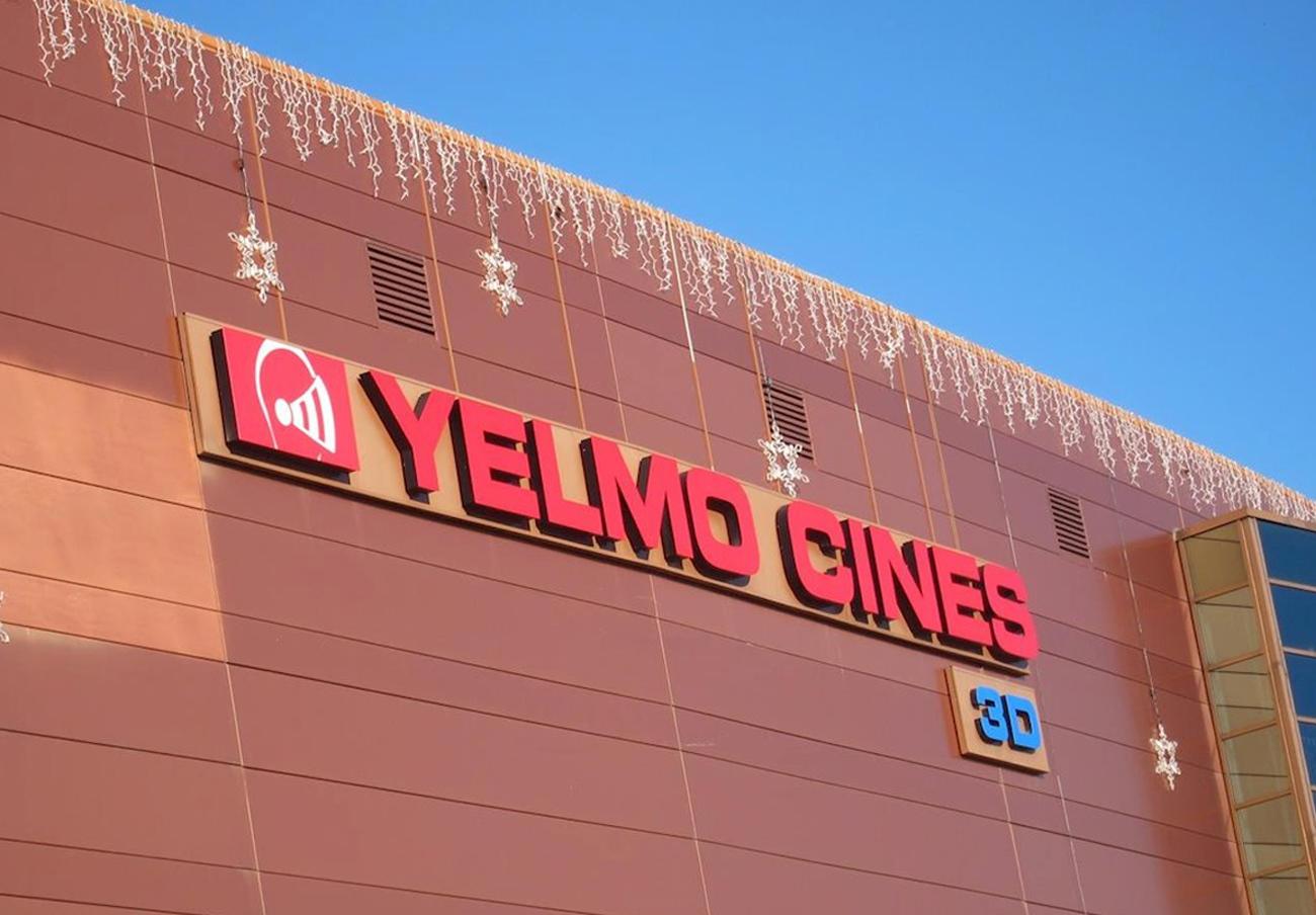 FACUA Andalucía denuncia a los 8 cines Yelmo de la comunidad por prohibir la entrada con comida y bebida