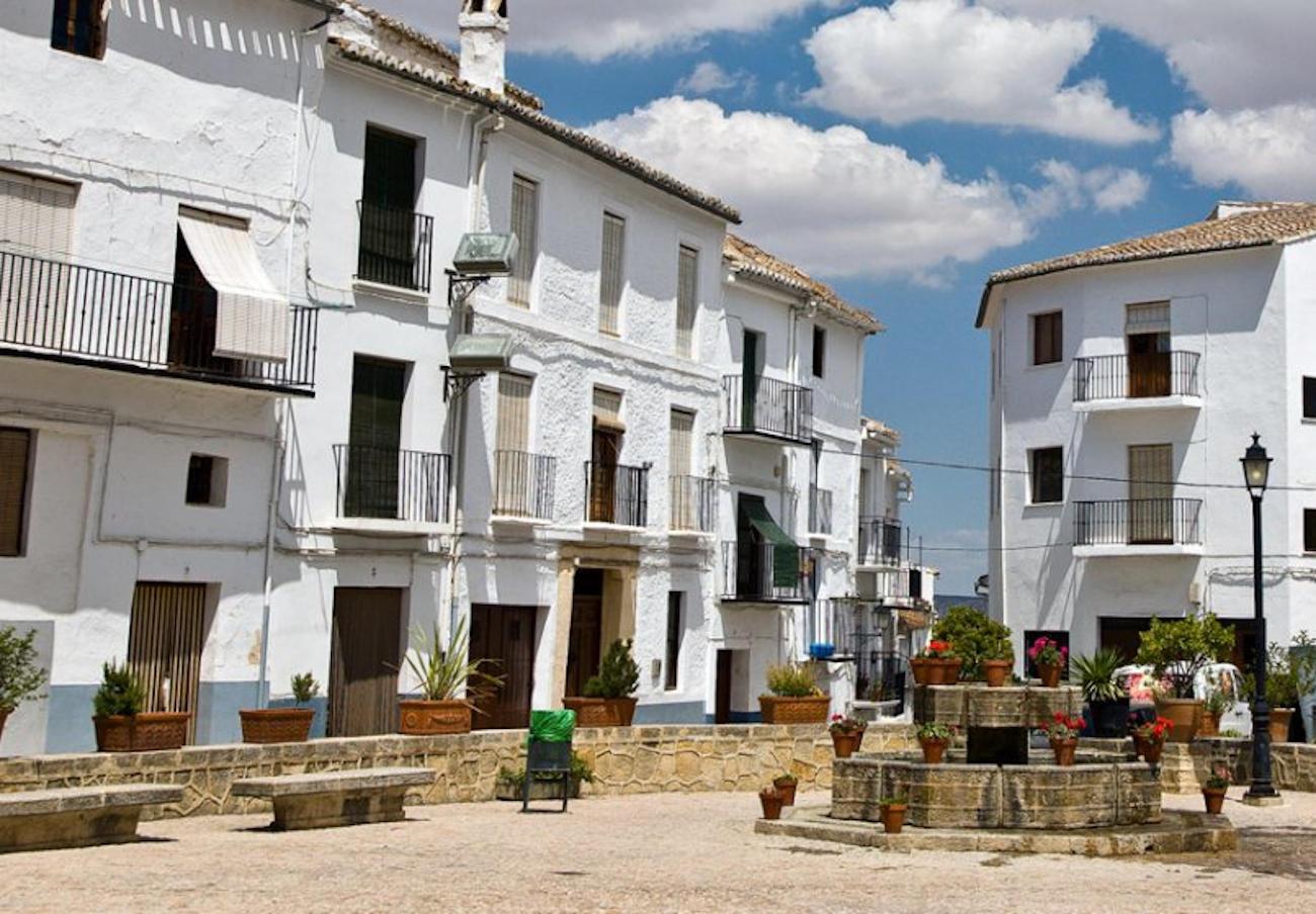 La Junta indemniza con 48.000 euros a tres socios de FACUA Málaga por pararles indebidamente una obra
