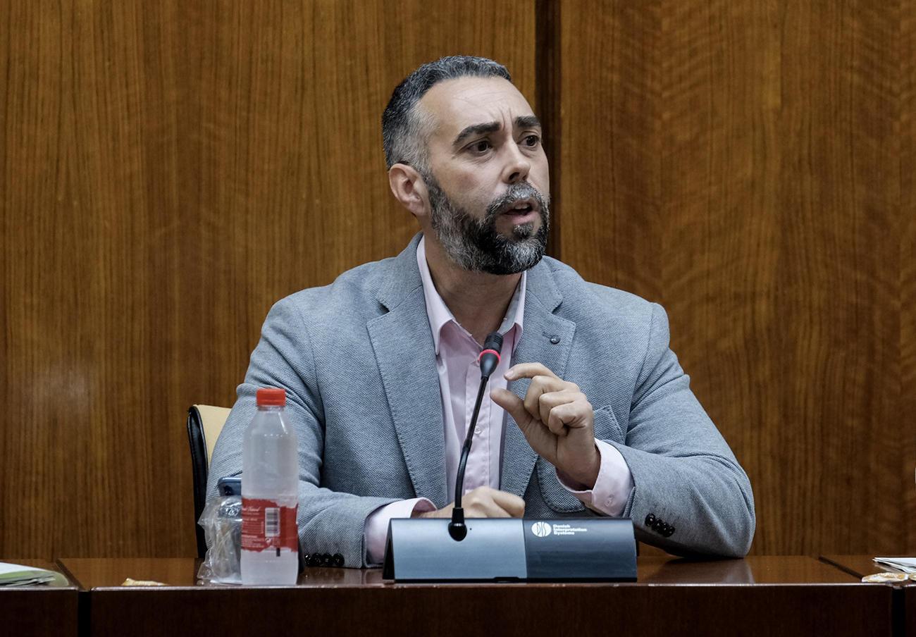 Rubén Sánchez, portavoz de FACUA, en su comparecencia en el Parlamento de Andalucía sobre la crisis de la Listeria. | Imagen: Parlamento de Andalucía.