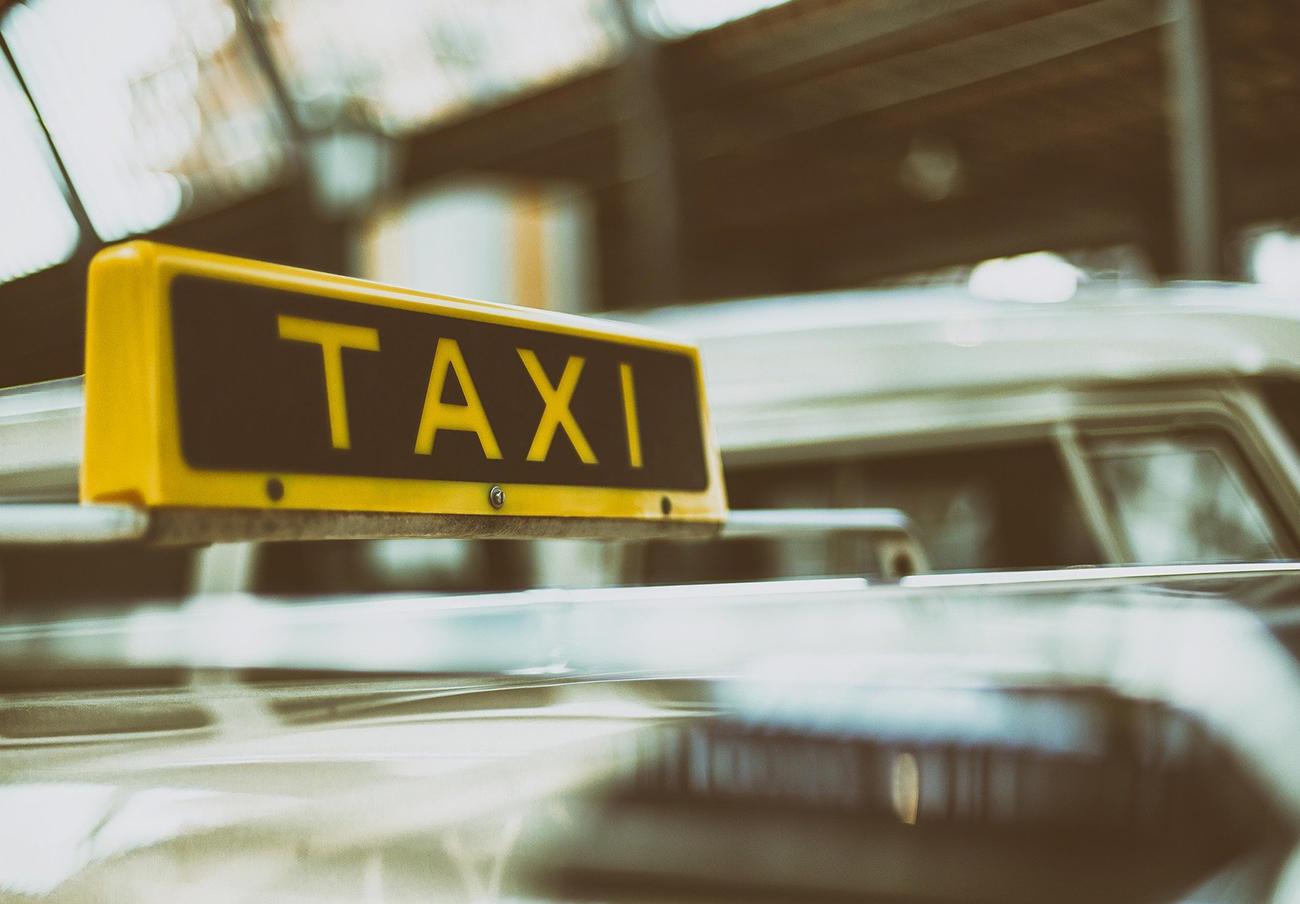 FACUA Málaga se reúne con el delegado de Movilidad para valorar la propuesta de tarifas de taxi para 2020