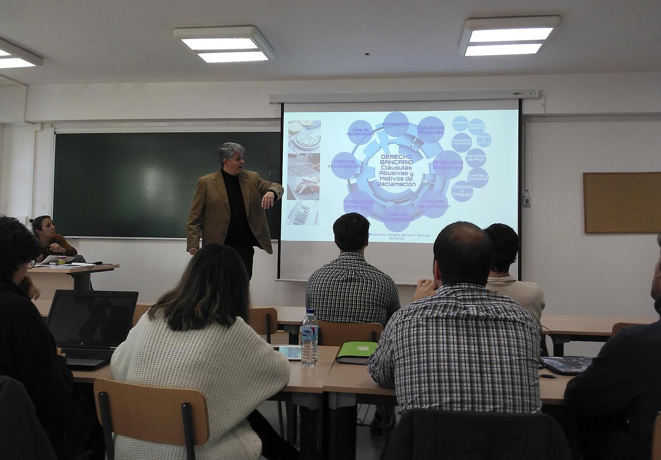 La Fundación FACUA y la UPO celebran un seminario sobre productos y servicios bancarios