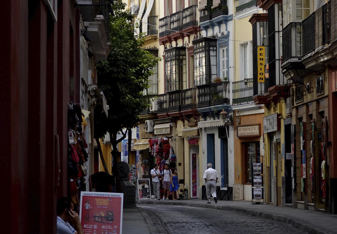 FACUA Sevilla participa en un debate sobre comercio local y consumo responsable