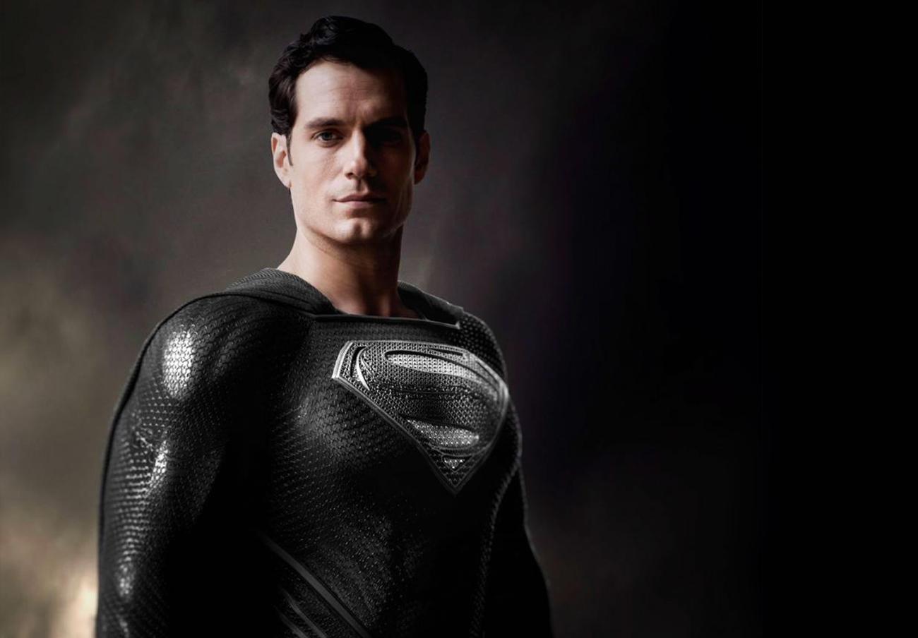 Henry Cavill con el traje negro de Superman en la versión que tenía prevista el director Zack Snyder. | Imagen: DC Comics.