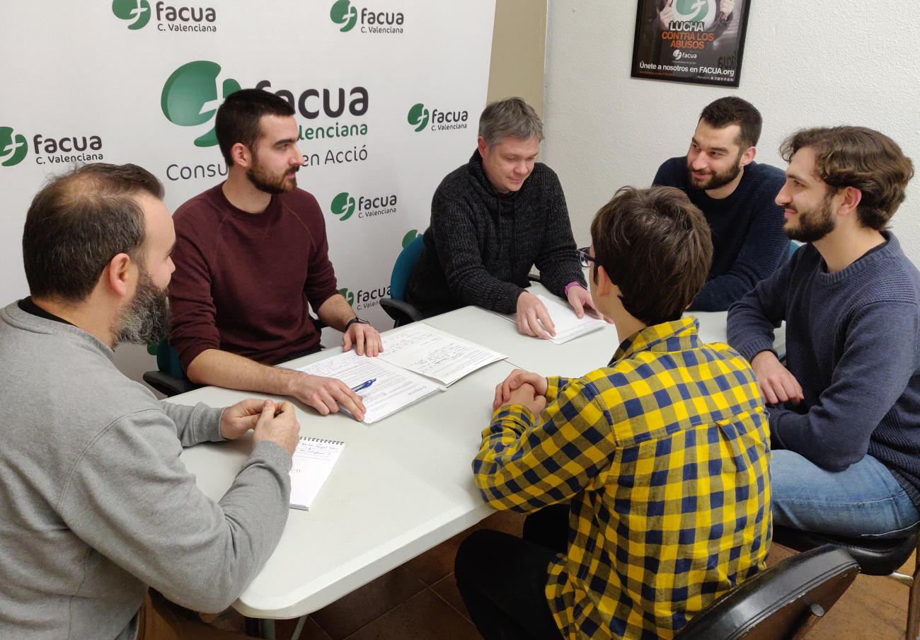 FACUA Comunidad Valenciana se reúne con la Associació pel transport públic por el estado de los trenes