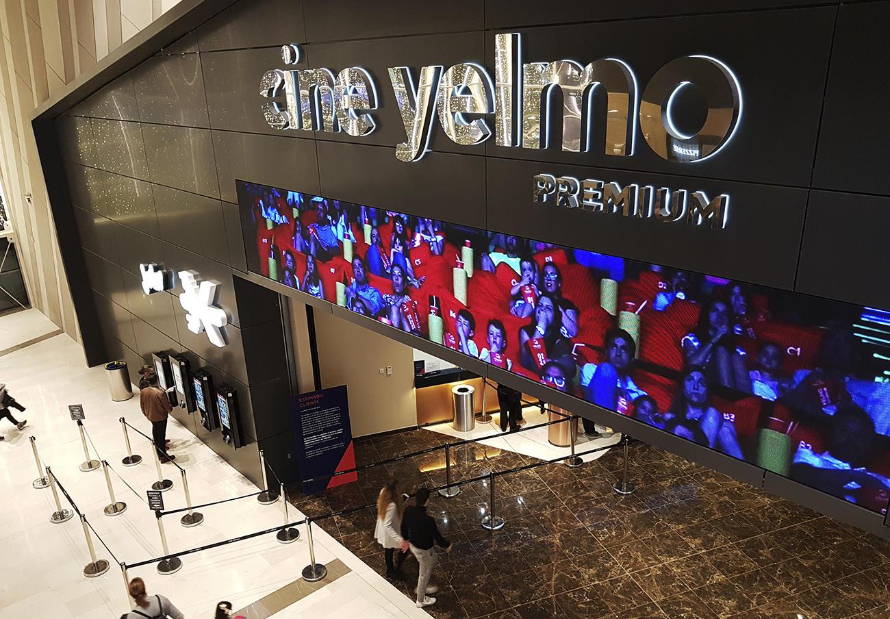 Cine Yelmo situado en el centro comercial Lagoh de Sevilla. | Imagen: FACUA.
