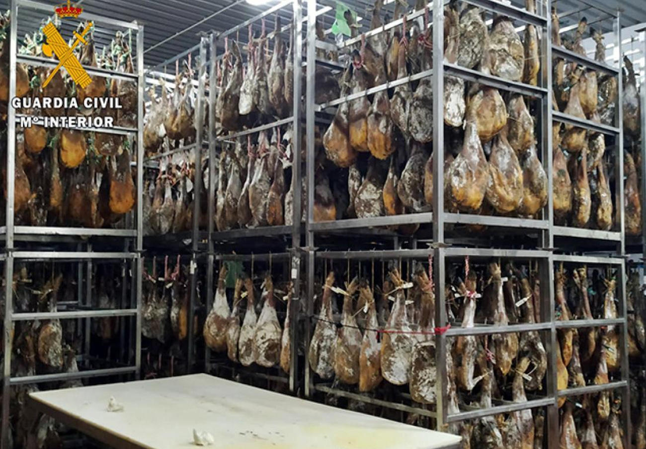 Inmovilizados 25.000 jamones y paletas de cerdo al carecer de sellos sanitarios