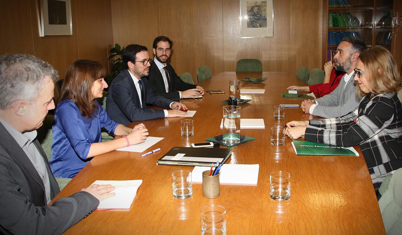 La secretaria general y el vicepresidente de FACUA se reúnen con el ministro de Consumo