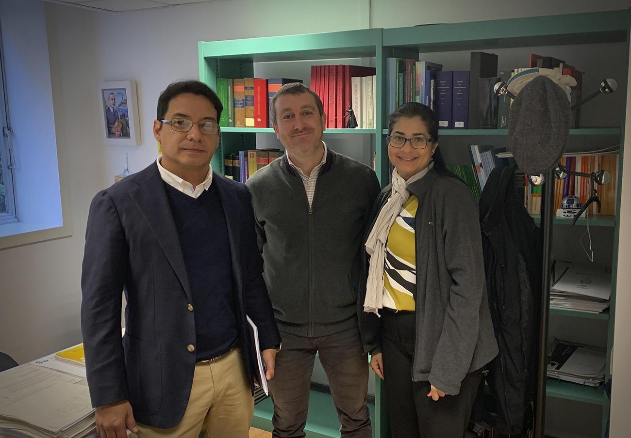 Los representantes panameños durante su visita a la Junta Arbitral en Sevilla.
