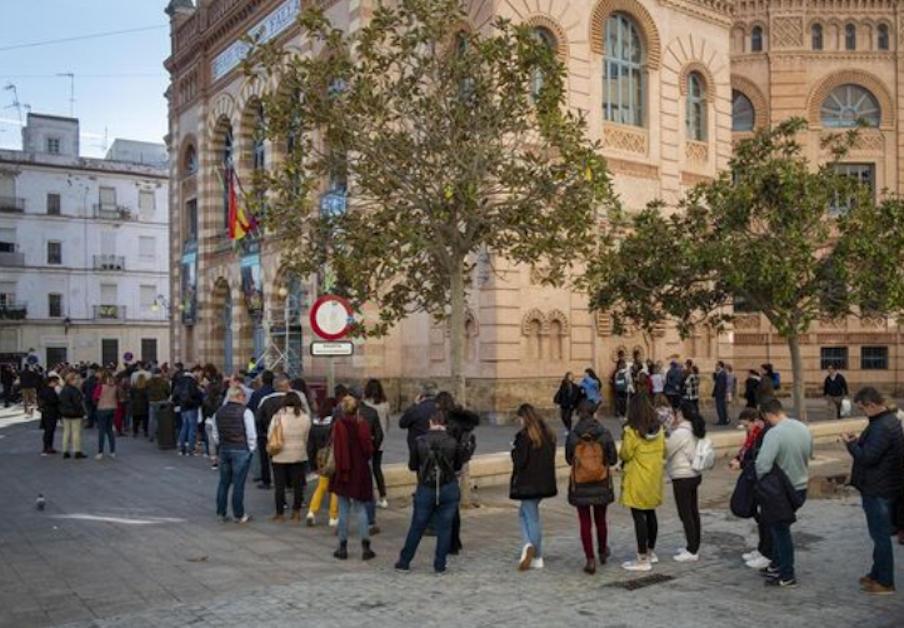 FACUA Cádiz insta al Ayuntamiento a solucionar los problemas con la venta de entradas del Teatro Falla