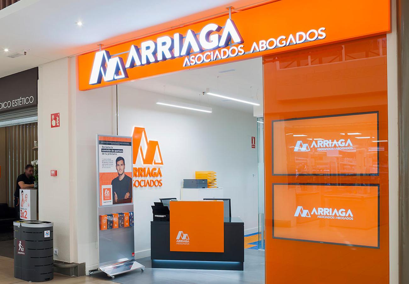 Arriaga Asociados, condenado a devolver 9.700 euros a un cliente por cláusulas abusivas