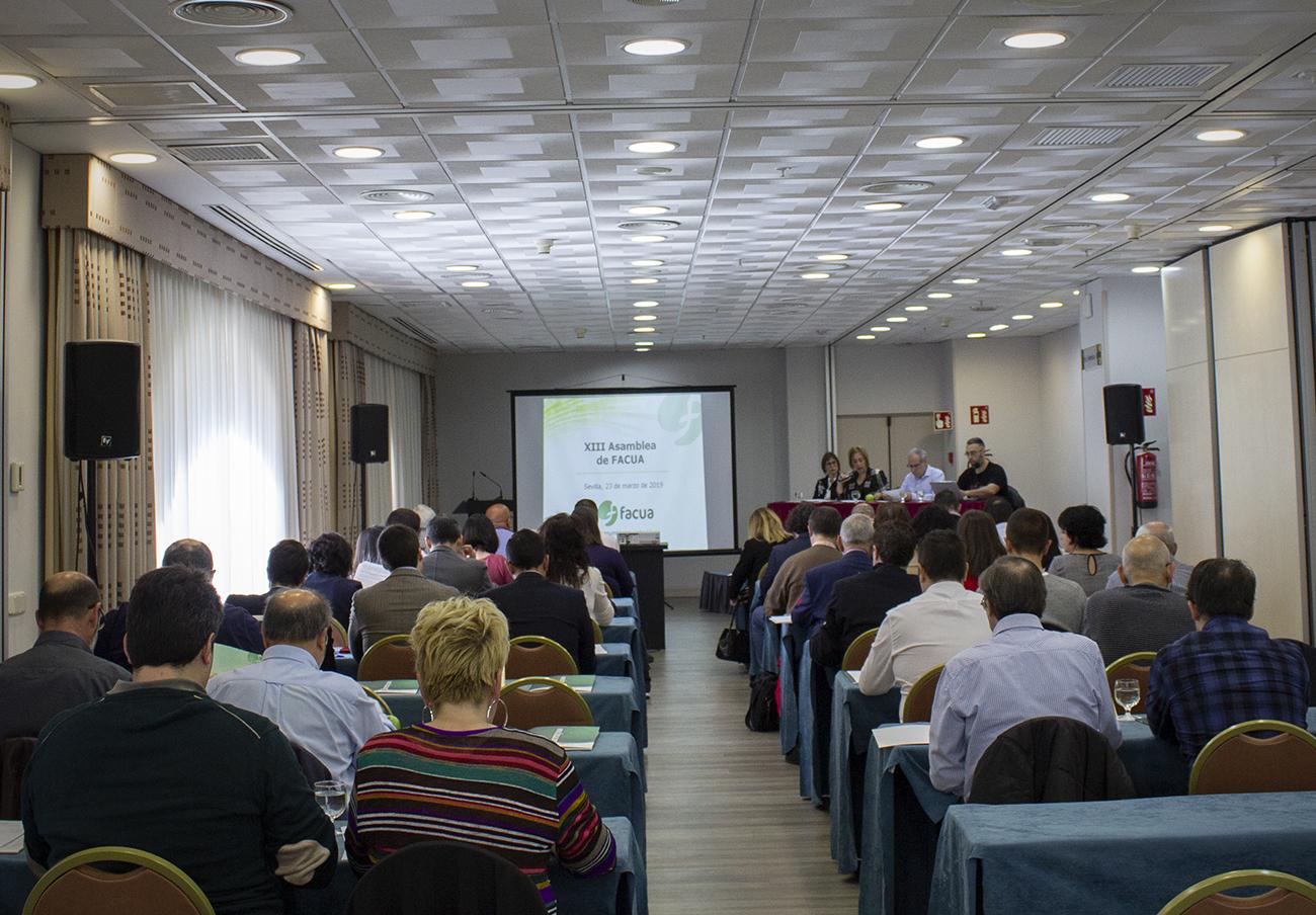 Asamblea de FACUA en 2019.