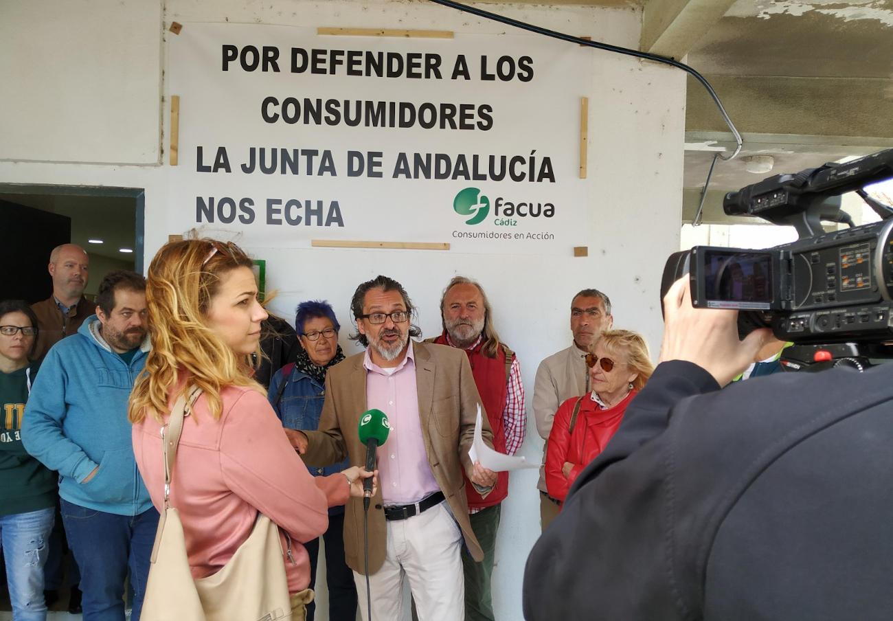 Organizaciones sociales manifiestan su apoyo a FACUA Cádiz ante el desalojo de la Junta