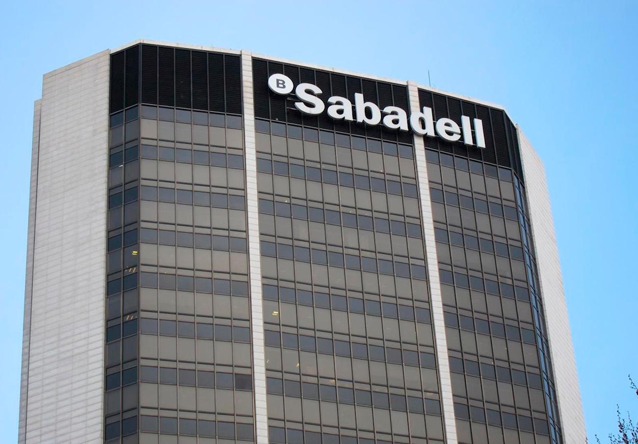 Los usuarios de Sabadell pueden reclamar la devolución de las nuevas comisiones si las desconocían