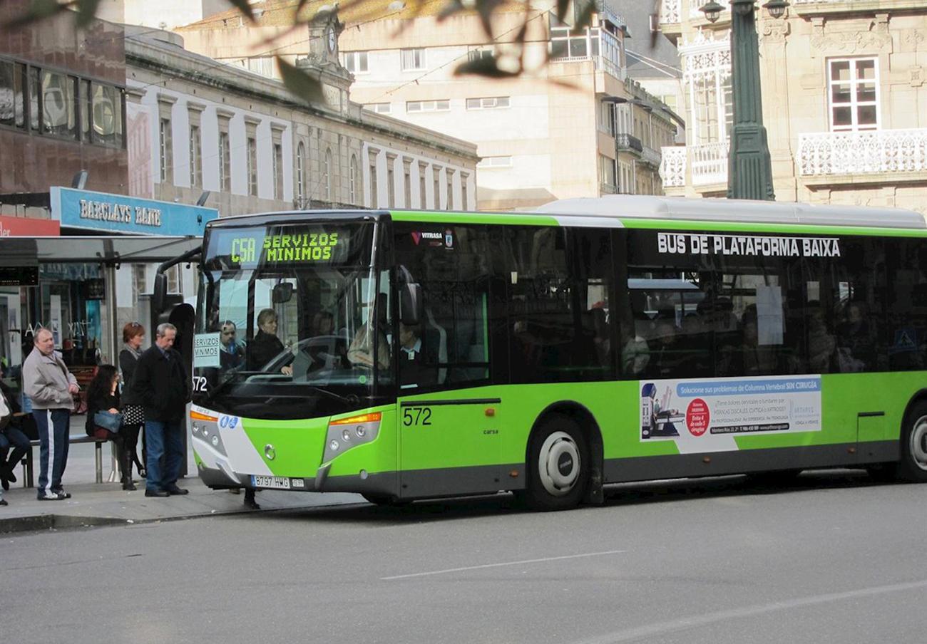 FACUA Galicia reclama al Concello de Vigo que permita el pago del autobús urbano con tarjeta bancaria
