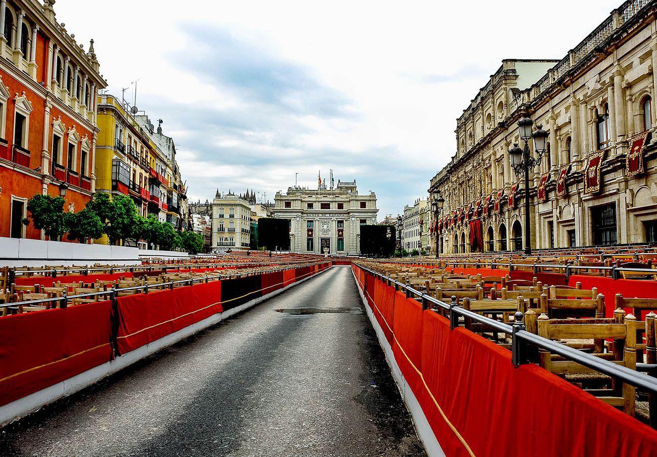 FACUA Sevilla denuncia al Consejo de Hermandades ante la Junta debido a la inacción del Ayuntamiento