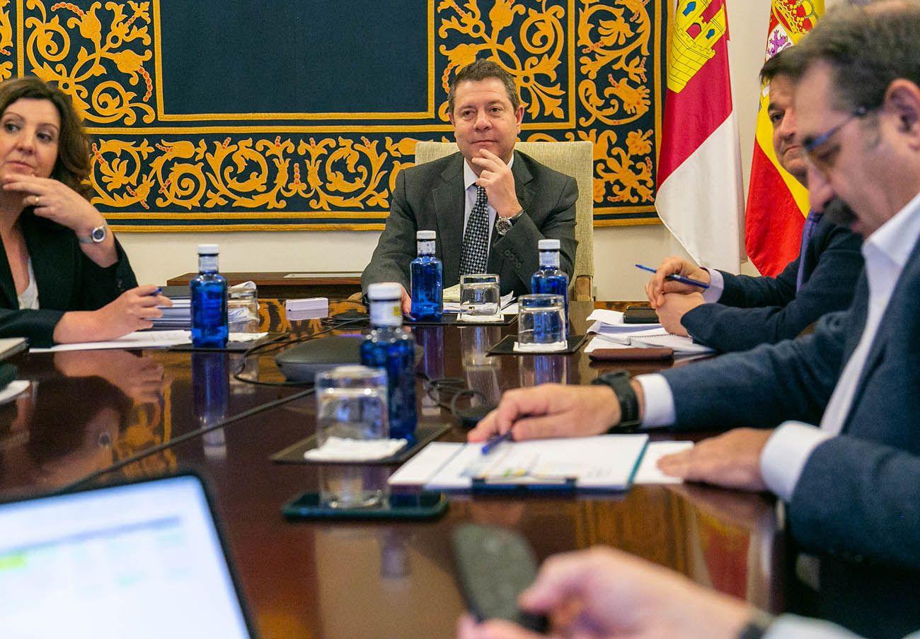FACUA Castilla-La Mancha participa en una reunión con el presidente de la Junta y varios consejeros