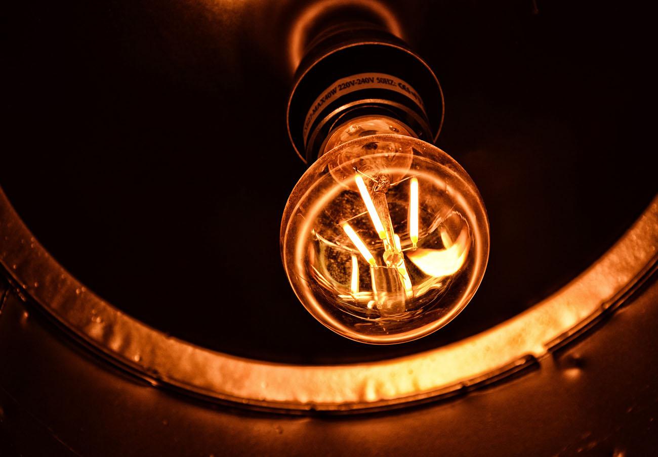 Bajada interanual del 7,1% en el recibo de la luz del usuario medio, según el análisis de FACUA