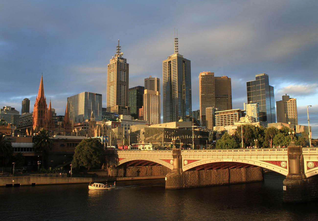 """Australia multa a una iglesia por vender un blanqueador como """"cura milagrosa"""" para el coronavirus"""