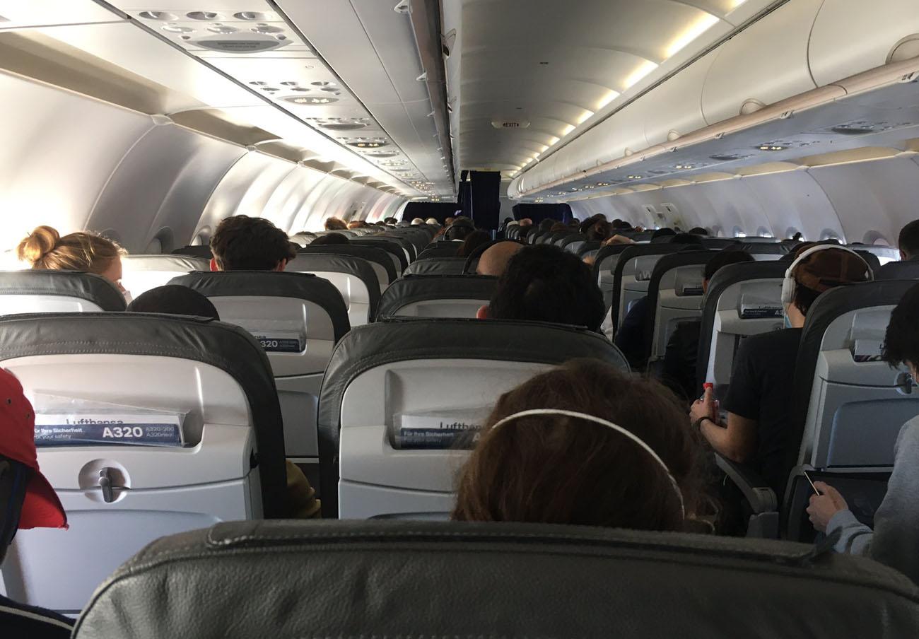FACUA denuncia a Lufthansa por incumplir la ley al llenar por completo un vuelo Madrid-Linz (Austria)