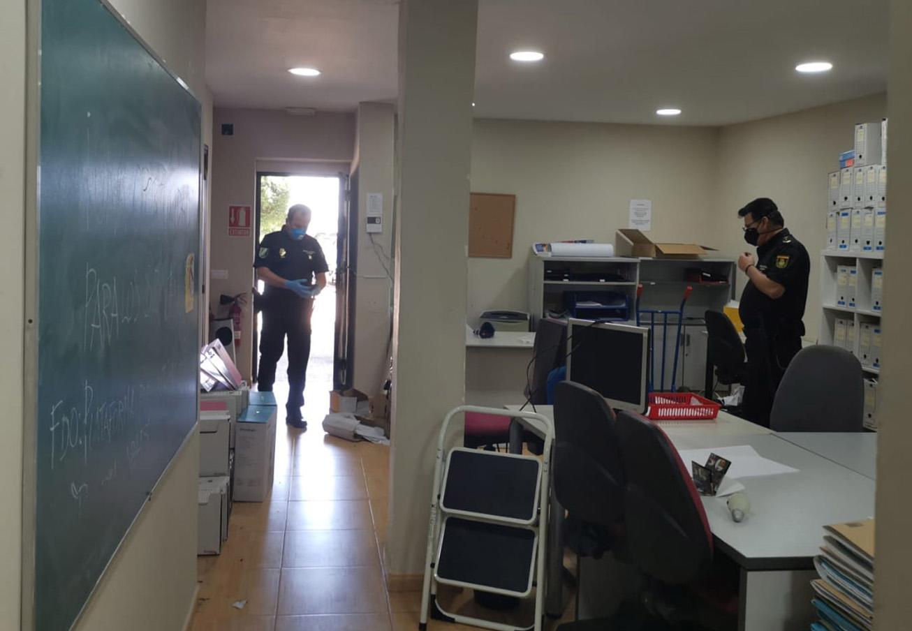 FACUA Cádiz denuncia que la Junta hace peligrar la continuidad de 9 trabajadores al desalojar su sede