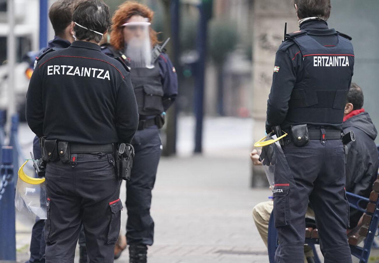 El Tribunal Superior obliga al Gobierno vasco a dotar de protección contra el Covid-19 a los ertzainas