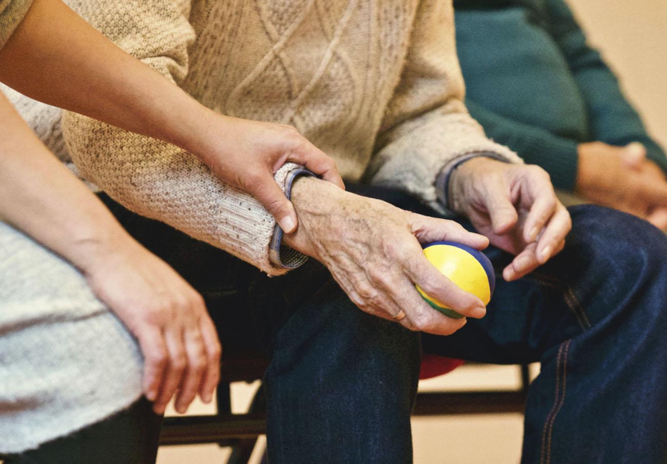 FACUA advierte de que aplicar un recargo Covid a los mayores de las residencias es abusivo e ilegal