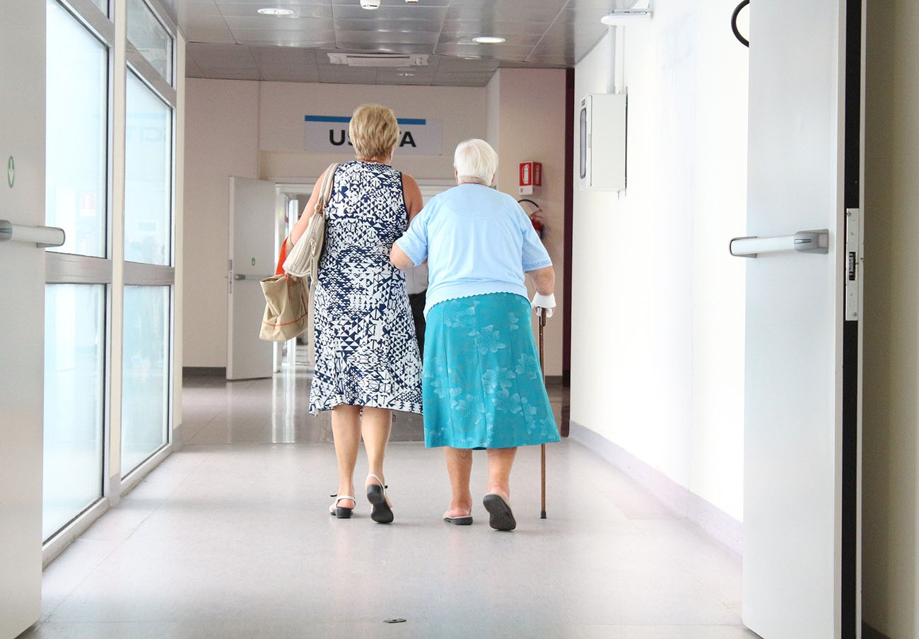 FACUA denuncia a Colisée por aplicar una tasa Covid de 85 euros en sus residencias de mayores