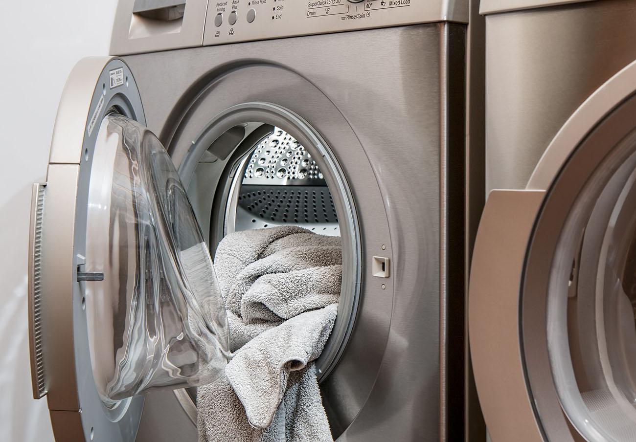 Tras más de año y medio, sustituyen a una usuaria una secadora que presentaba constantes fallos