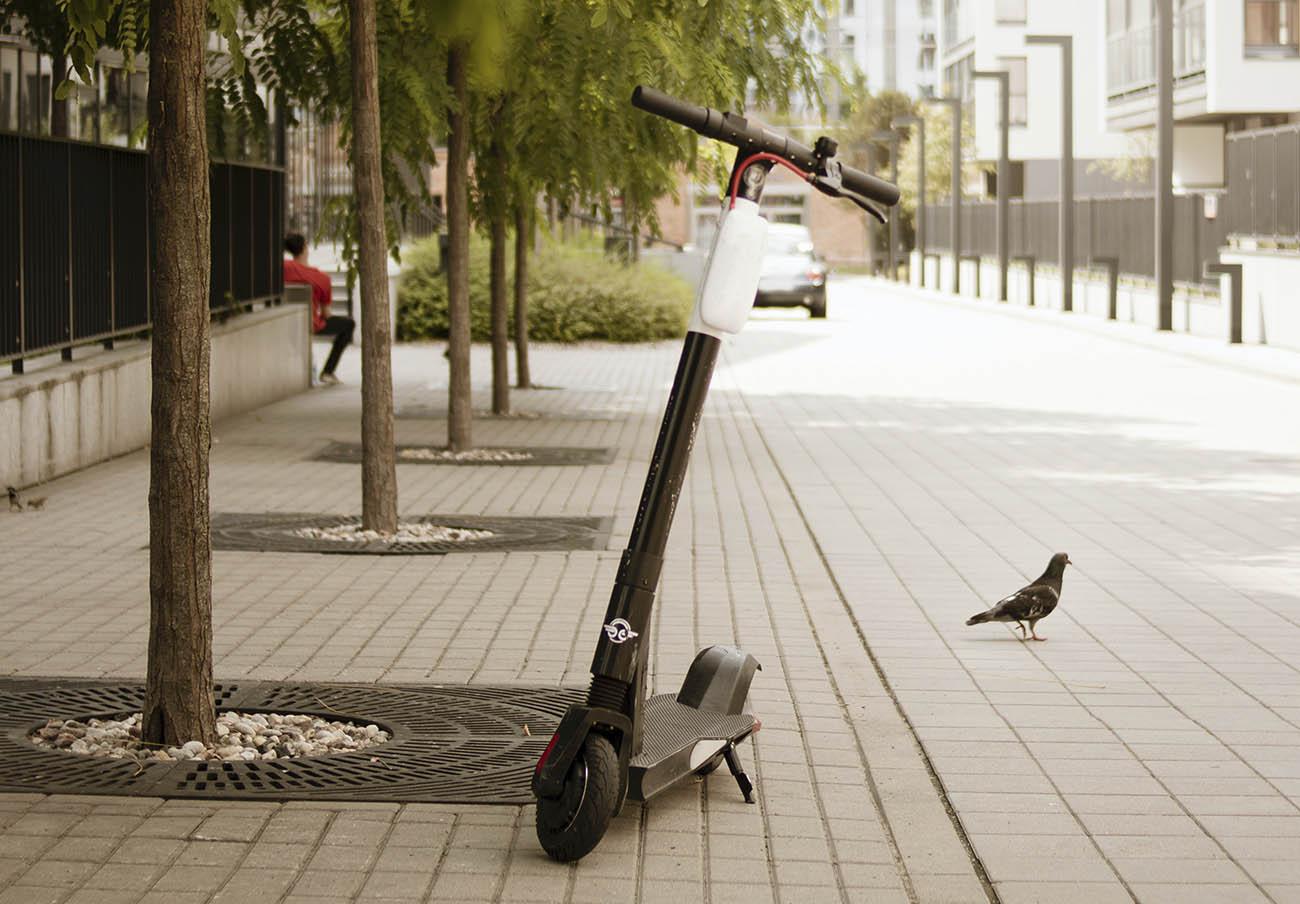 ¿Sabes qué normas debes seguir al circular con patinetes eléctricos? FACUA Sevilla te da las claves