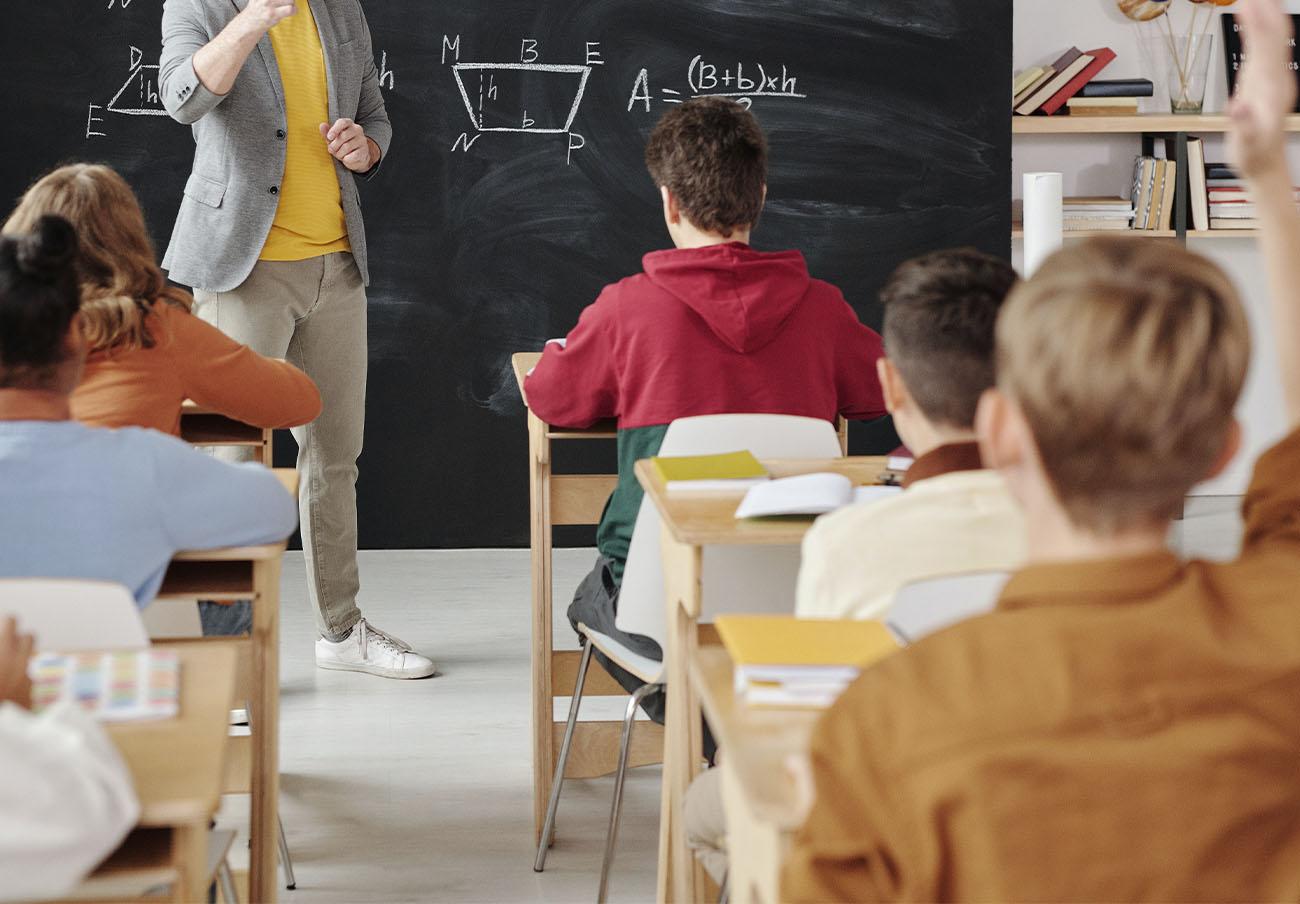 La CNMC sanciona a 33 empresas de transporte escolar y una asociación por crear un cártel en Navarra