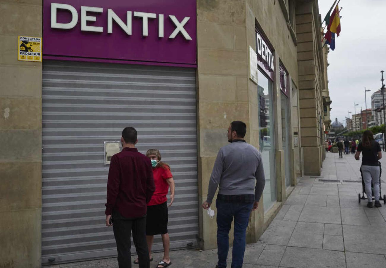 Dentix entrega a sus pacientes documentos donde se indica que son ellos quienes renuncian al tratamiento