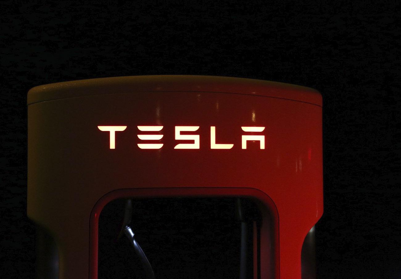 Tesla revisará 9.000 coches en EEUU por un problema en una moldura del techo que puede desprenderse