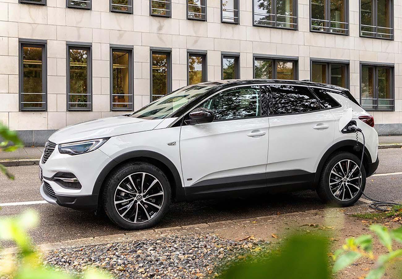 Un defecto en la batería de alta tensión del Opel Grandland X Hybrid puede provocar la emisión de humo