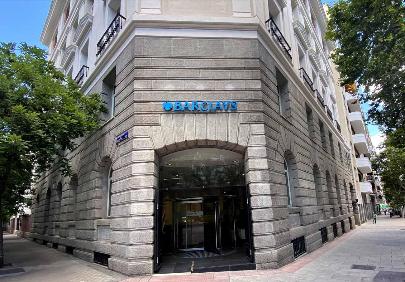 Reino Unido multa con 28 millones a Barclays por no involucrarse con usuarios con problemas financieros