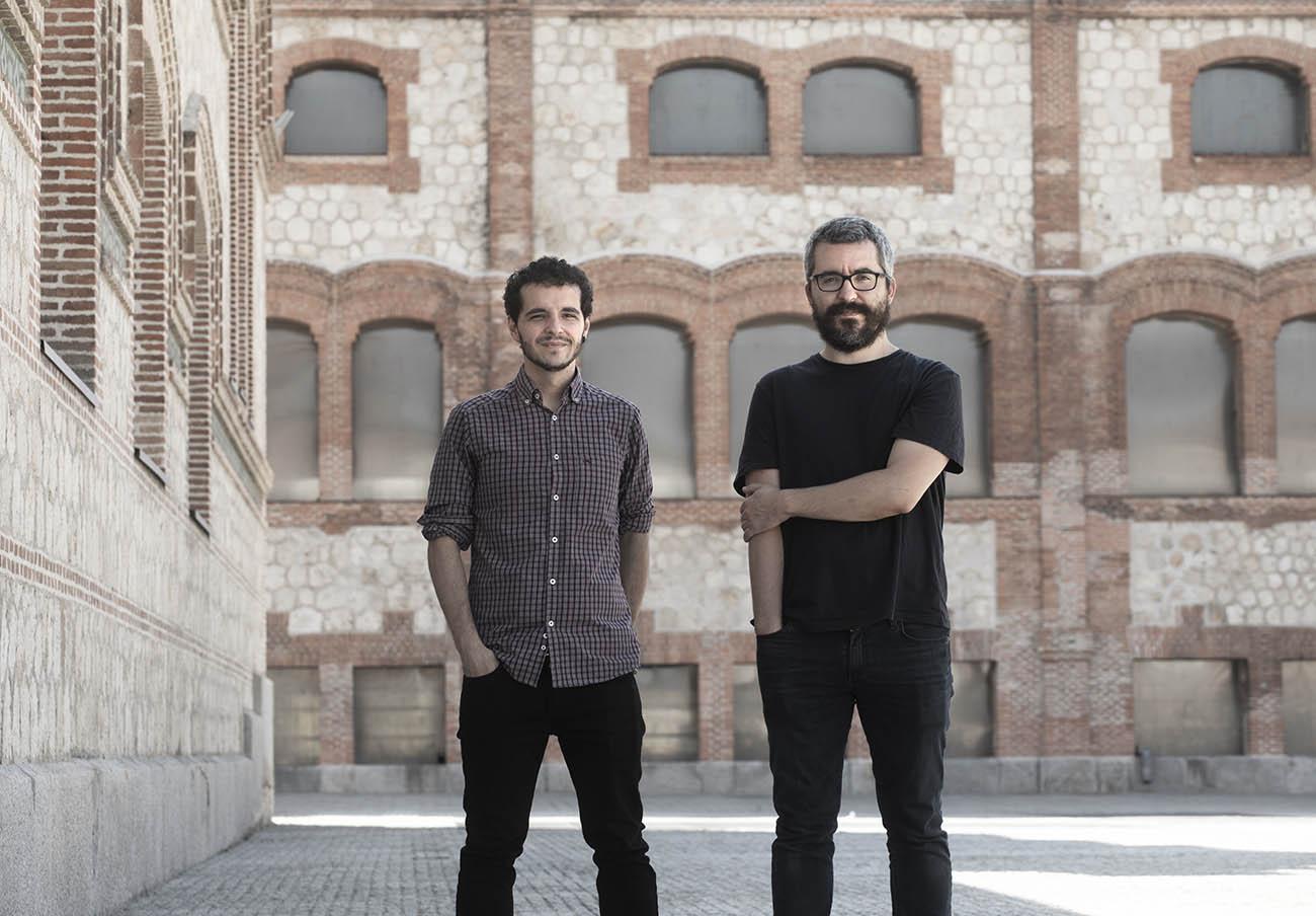 Javier Padilla (derecha) junto a Pedro Gullón (izquierda), coautores de 'Epidemiocracia'. | Imagen: Capitán Swing.