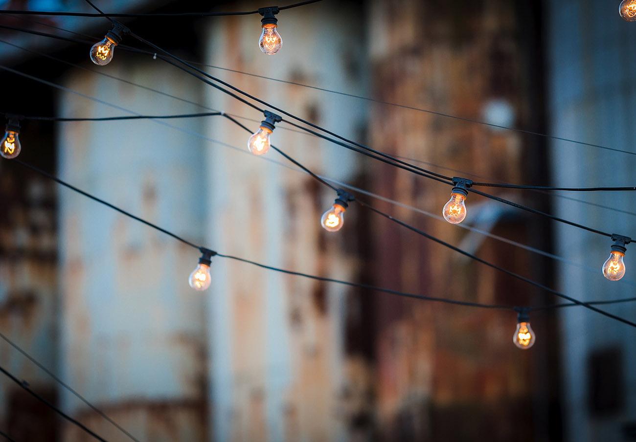 El recibo de la luz de 2020 ha sido el más bajo de la última década, según el análisis de FACUA