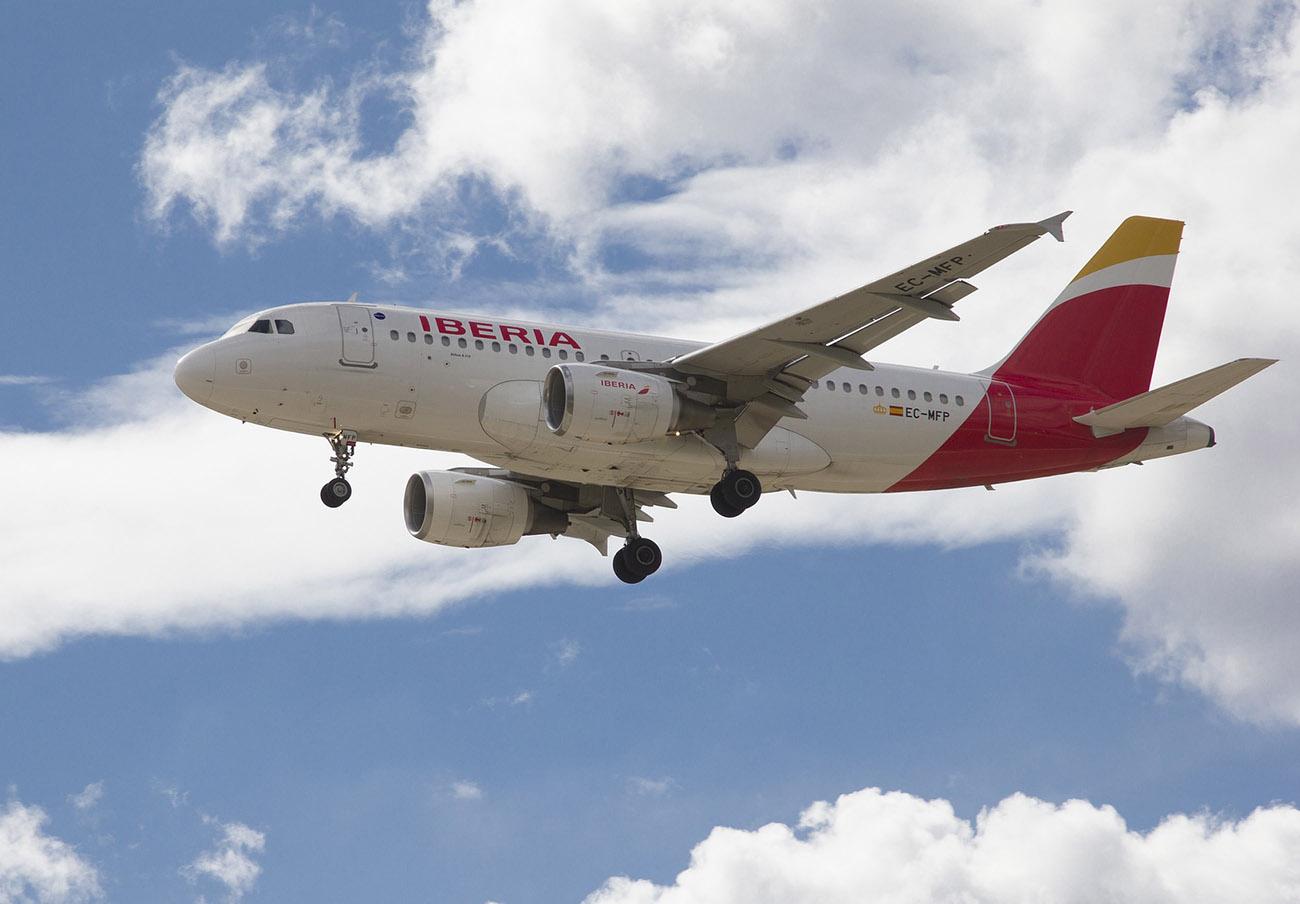 Iberia devuelve más de 17.000 euros a un socio de FACUA de un vuelo cancelado por el Covid-19