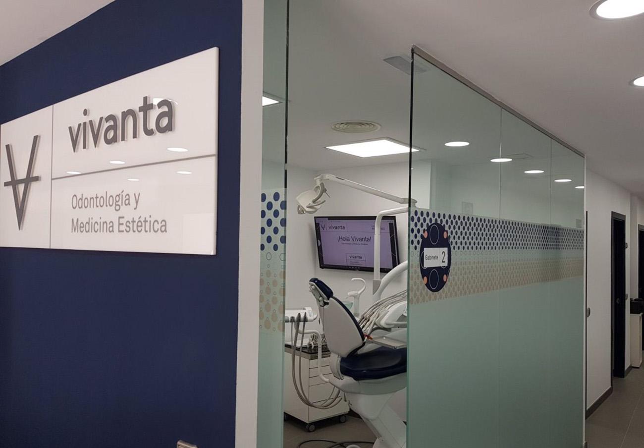 La cadena dental Vivanta devuelve a una socia de FACUA 1.200 euros de un tratamiento que no le completó