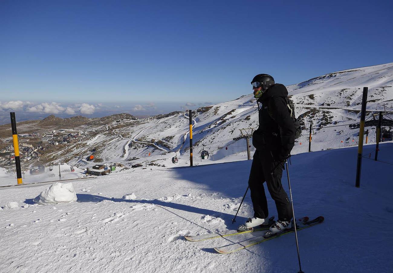 FACUA Andalucía lamenta que la Junta ponga la campaña de esquí por encima de la salud de los andaluces