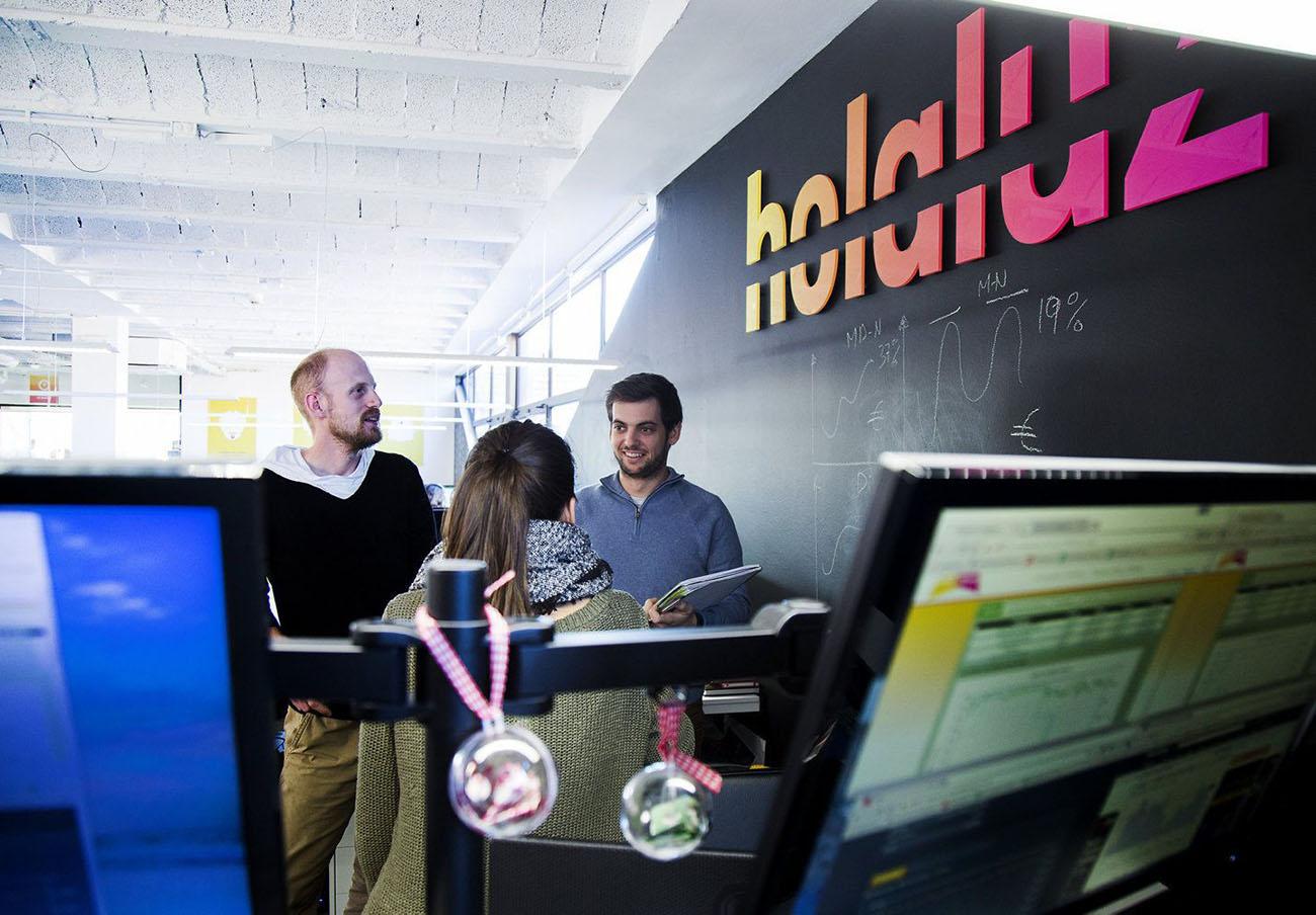 Cataluña impone una ridícula multa de 3.000 euros a Holaluz por no incluir impuestos en sus ofertas