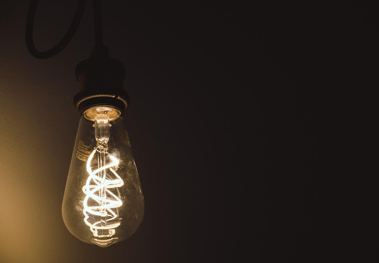 El kWh de electricidad experimenta una bajada interanual del 5,4% en febrero