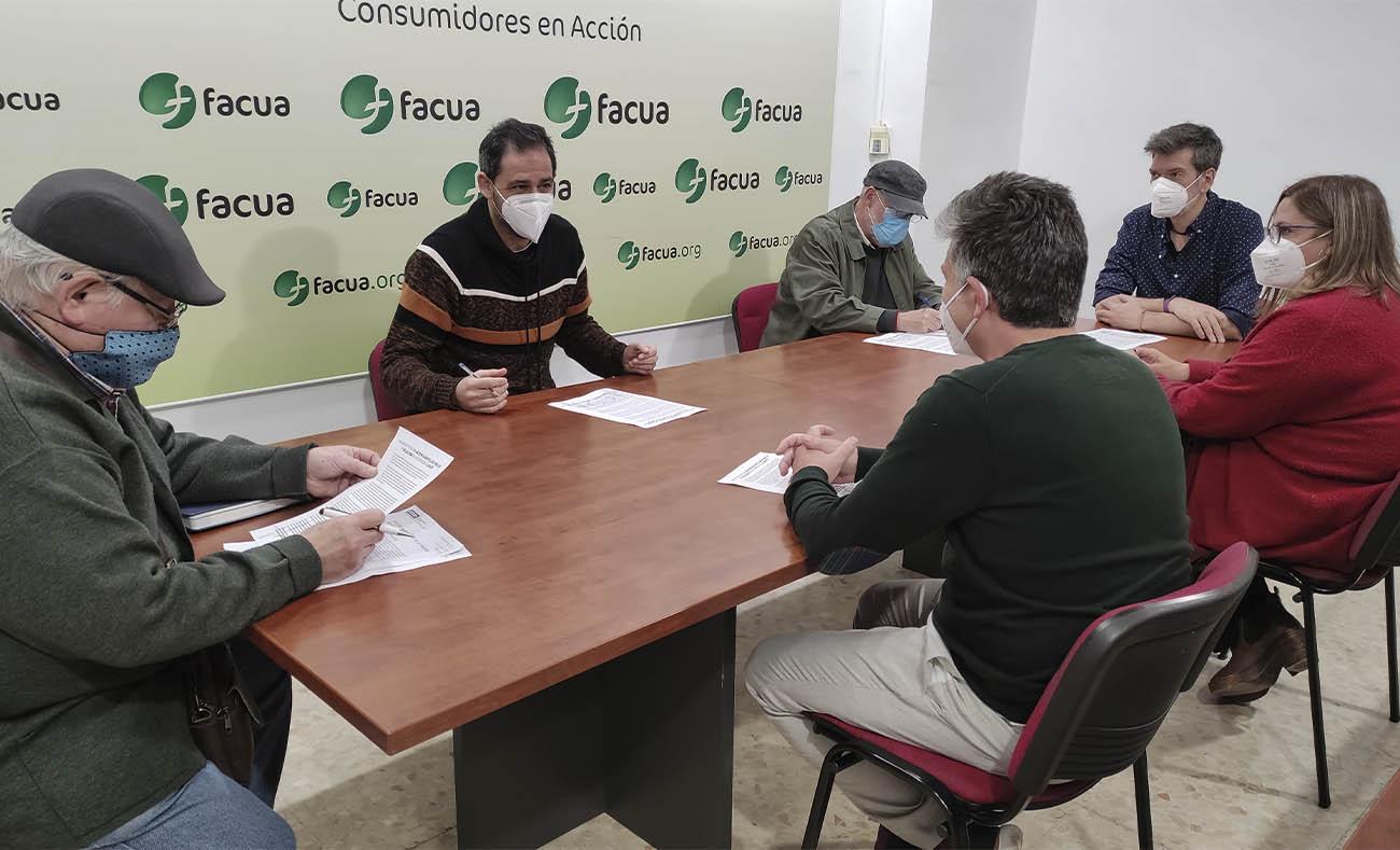 FACUA Sevilla, CCOO-Sevilla, Feves y Marea Blanca reclaman la gestión pública del hospital del Aljarafe