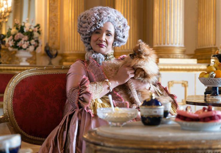 La reciente serie estrenada por Netflix 'Los Bridgerton' presenta una reina Carlota negra. | Imagen: Netflix.