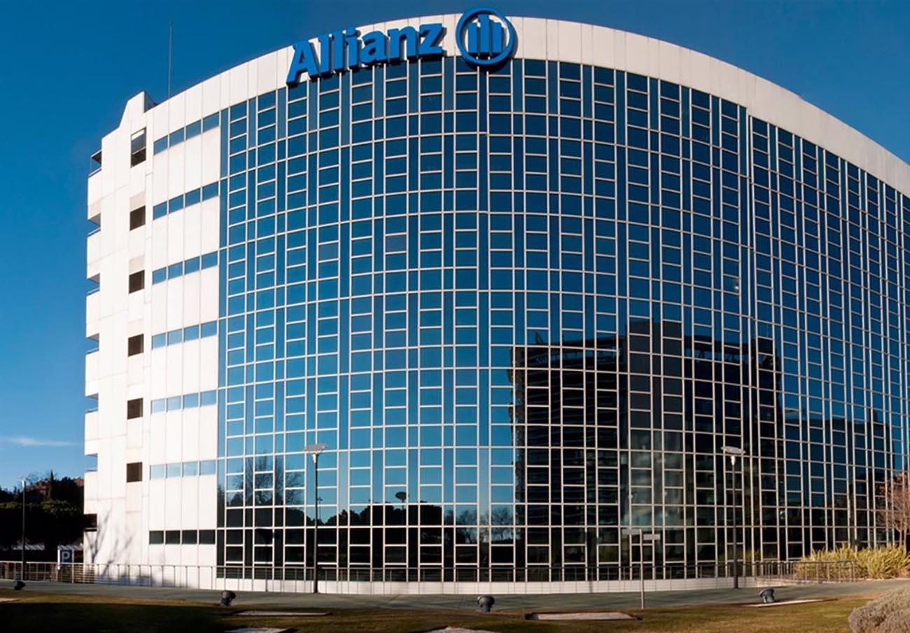 Multa de 30.000 euros a Allianz por enviar a un excliente la póliza de una moto que ya no era suya