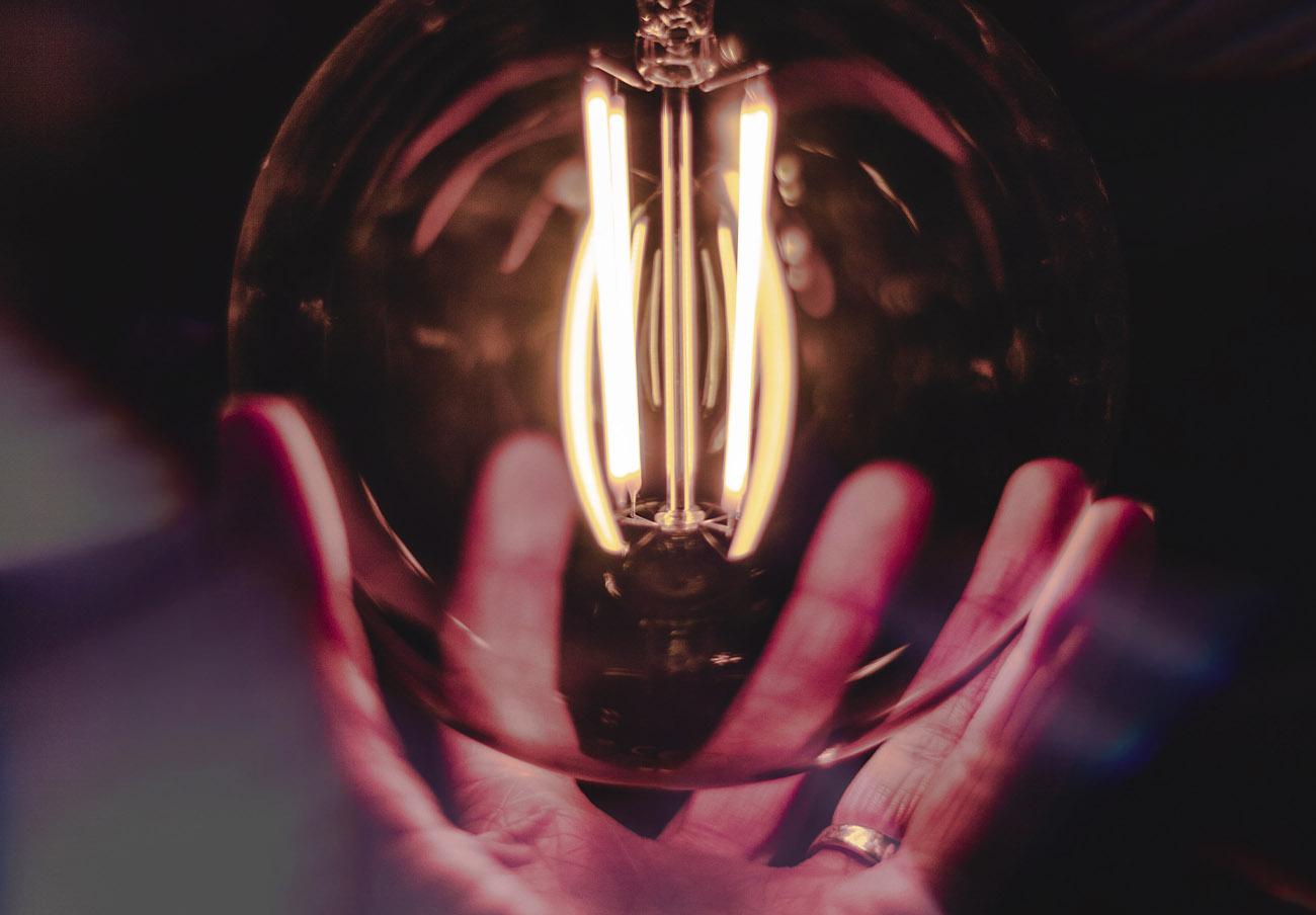 La subida interanual del kilovatio hora de electricidad alcanza ya el 100%, advierte FACUA
