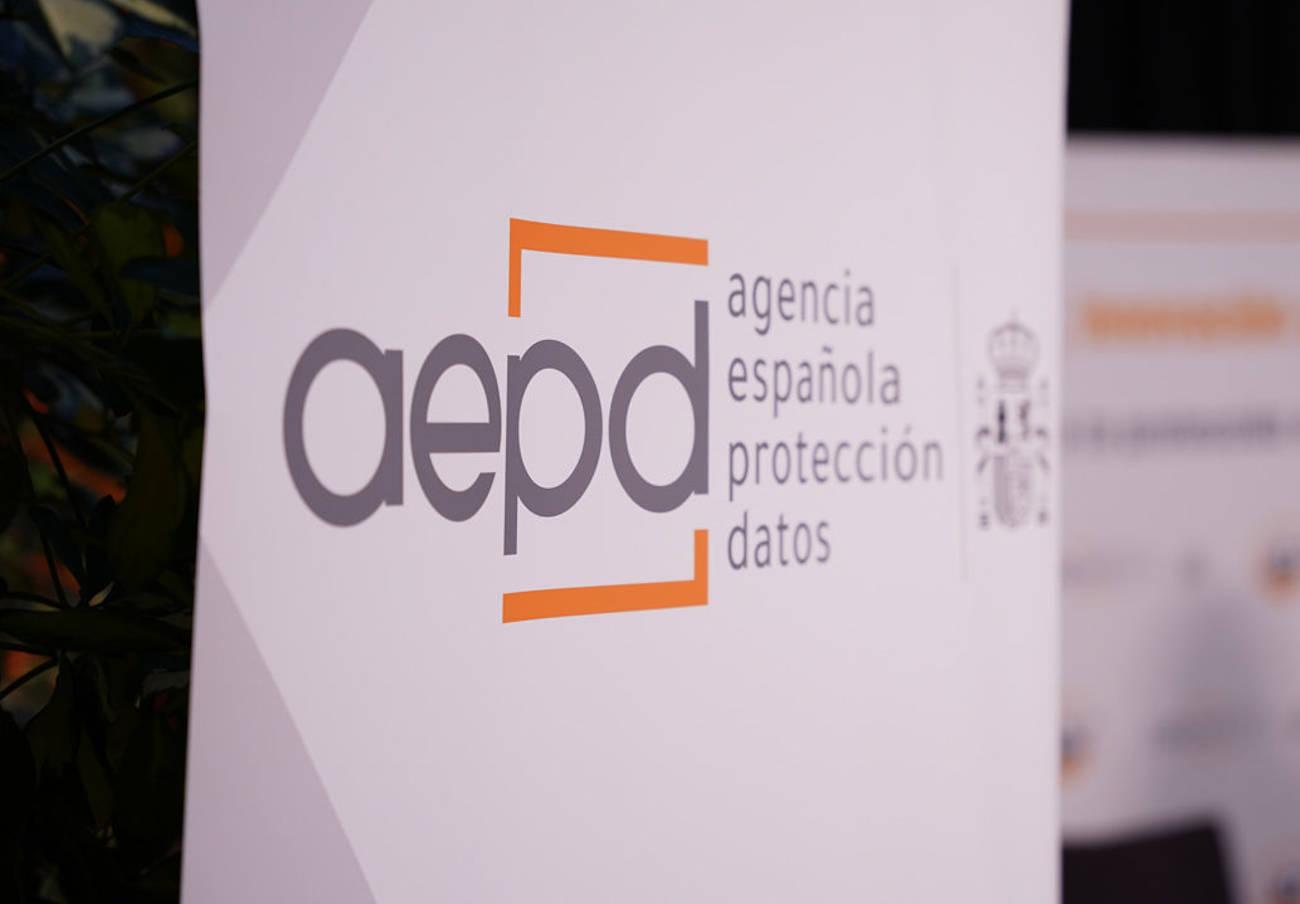 Tras la reclamación de FACUA, la AEPD elimina su línea 901 para atención a los usuarios