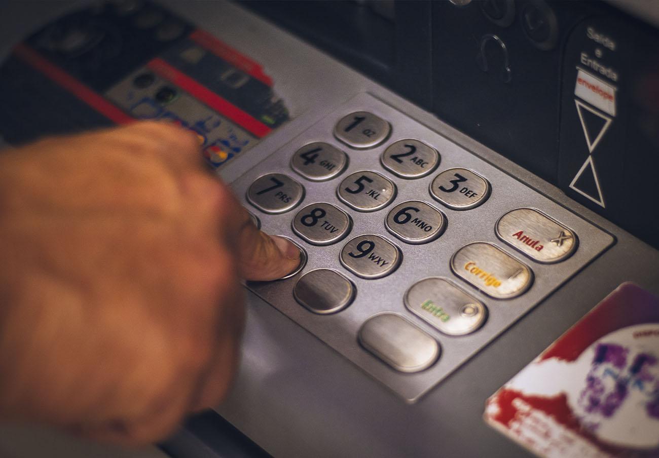 FACUA Galicia ve escandaloso que Feijóo regale subvenciones de 2,8 millones a bancos por instalar cajeros